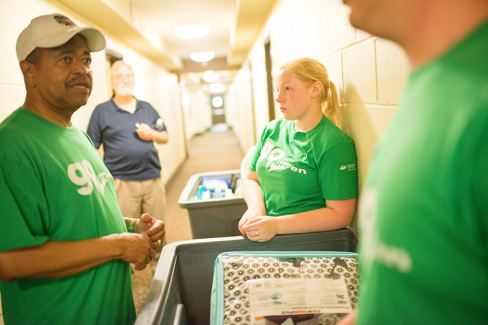 Ohio University President Roderick McDavis (Left) and student Theresa Fish help students move into their new rooms in Lincoln Hall. Photo by Ben Siegel/ Ohio University