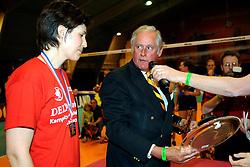 26-04-2008 VOLLEYBAL: DELA MARTINUS - AMVJ: AMSTELVEEN<br /> Martinus landskampioen 2007-2008 / Francien Huurman en Hans Nieukerke<br /> &copy;2008-WWW.FOTOHOOGENDOORN.NL