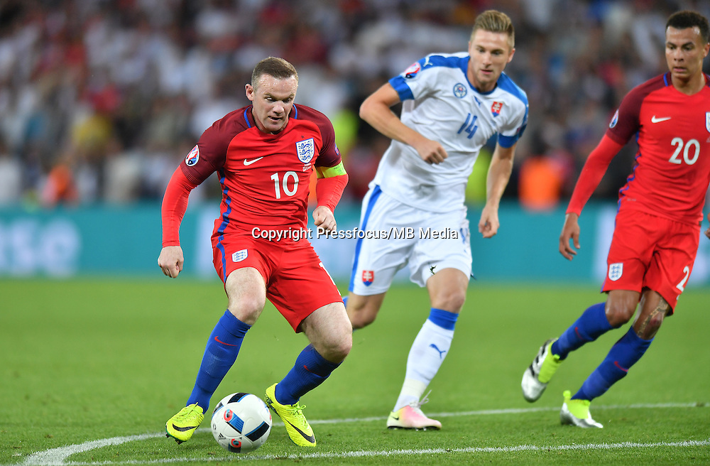 2016.06.20 Saint-Etienne<br /> Pilka nozna Euro 2016<br /> mecz grupy C Slowacja - Anglia<br /> N/z Wayne Rooney Milan Skriniar Dele Alli<br /> Foto Lukasz Laskowski / PressFocus<br /> <br /> 2016.06.20 Saint-Etienne<br /> Football UEFA Euro 2016 group C game between Slovaki and England<br /> Wayne Rooney Milan Skriniar Dele Alli<br /> Credit: Lukasz Laskowski / PressFocus