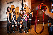 Kensi Dobbs (29), Melissa Krause (21), Natasha Schweitzer (22), Lexi March (9(, Natani Sherman (21) og Kochana Jackson (30). MGV - Machine Gun Vegas - let visitors shoot machineguns of all sorts while being instructed by former law officials and military personnel. Bikiniclad girls receive the customer in the lounge before they enter the firing range.
