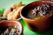 Morretes, PR - 02 de dezembro 2010..Imagens de um prato tipico da regiao, o Barreado; feito a base de carne cozida e banana...Foto: Bruno Magalhaes / Nitro