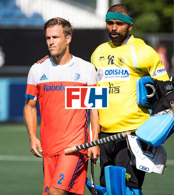 BREDA - Teleurstelling bij Jeroen Hertzberger (Ned)   na Nederland- India (1-1) bij  de Hockey Champions Trophy. India plaatst zich voor de finale. rechts keeper Sreejesh Parattu (Ind.) COPYRIGHT KOEN SUYK