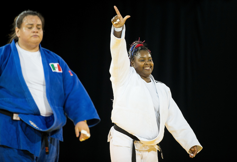 Idalys Ortiz (R) of Cuba celebrates after defeating Vanessa Zambotti of Mexico to win the gold medal in the women's judo +78kg class at the 2015 Pan American Games in Toronto, Canada, July 14,  2015.  AFP PHOTO/GEOFF ROBINS