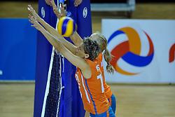 29-10-2011 VOLLEYBAL: NEDERLAND - BELGIE: ALMERE<br /> De eerste oefenwedstrijd als voorbereiding op het pre OKT wordt met 3-0 gewonnen van Belgie / Ingrid Visser, Kim Staelens<br /> ©2011-WWW.FOTOHOOGENDOORN.NL