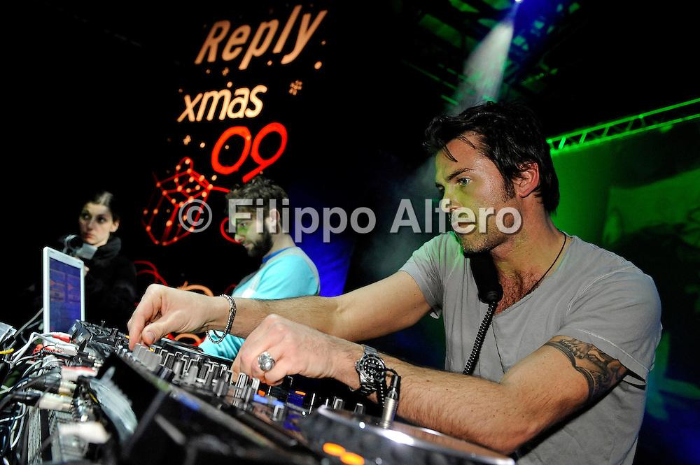 &copy; Filippo Alfero<br /> Reply xmas 09 Milano<br /> Milano, 22/12/2009