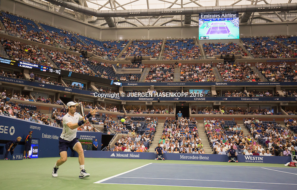 ANDY MURRAY (GBR)  spielt unter dem geschlossenen Dach,Arthur Ashe Stadium Centre Court.<br /> <br /> <br /> <br /> Tennis - US Open 2016 - Grand Slam ITF / ATP / WTA -  USTA Billie Jean King National Tennis Center - New York - New York - USA  - 1 September 2016.