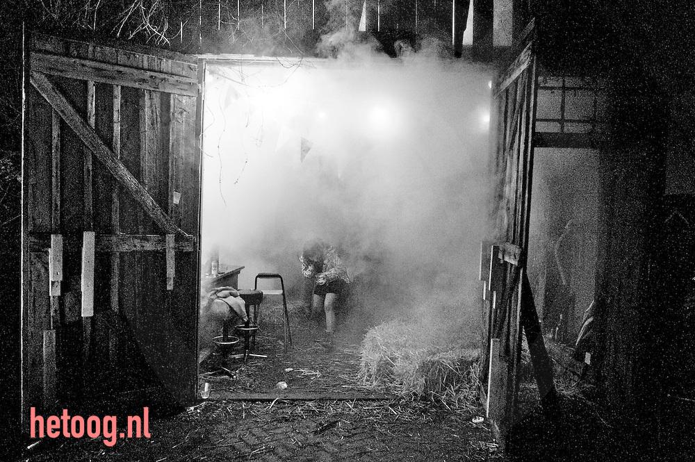 hetOOG - waar: Geerdinkszijdeweg - Enschede Wat: een moderne twentse paasvertelling Wanneer: zondag vier april 2010 02:05 uur