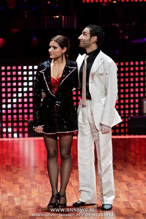 DUI/Berlin/20100528 - Finale Let's Dance 2010, Sophia Thomalla & Massimo Sinató met bokaal