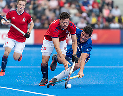 Phil Roper of Great Britain Men goes past Juan Catan of Argentina Men during the 2019 Men's FIH Pro League match at Lee Valley Hockey Centre, Stratford<br /> Picture by Simon Parker/Focus Images Ltd <br /> 18/05/2019