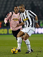 Felipe Melo (Juventus) e Abel Hernandez (Palermo) <br /> Torino 28/02/2010 Stadio Olimpico<br /> Juventus Palermo - Posticipo del Campionato di Serie A Tim 2009-10.<br /> Foto Insidefoto
