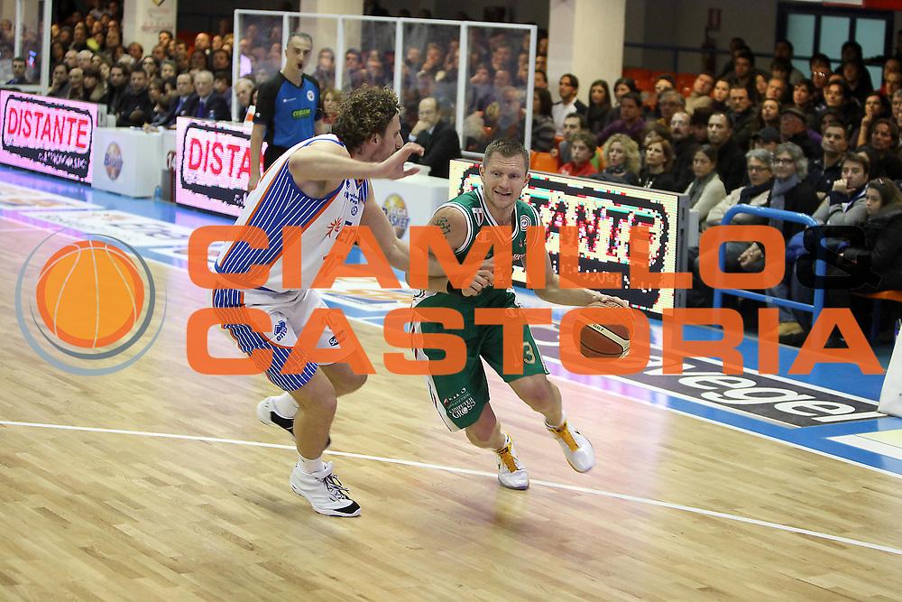 DESCRIZIONE : Brindisi Lega A 2010-11 Enel Brindisi Montepaschi Siena<br /> GIOCATORE : Rimantas Kaukenas<br /> SQUADRA : Montepaschi Siena<br /> EVENTO : Campionato Lega A 2010-2011<br /> GARA : Enel Brindisi Montepaschi Siena<br /> DATA : 12/12/2010<br /> CATEGORIA : palleggio<br /> SPORT : Pallacanestro<br /> AUTORE : Agenzia Ciamillo-Castoria/C.De Massis<br /> Galleria : Lega Basket A 2010-2011<br /> Fotonotizia : Brindisi Lega A 2010-11 Enel Brindisi Montepaschi Siena<br /> Predefinita :