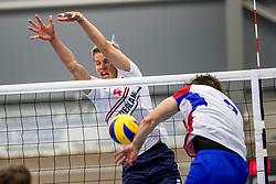 12-05-2017 NED: Nederland - Tsjechië, Amstelveen<br /> De Nederlandse volleybal mannen spelen hun eerste oefeninterland in de Emergohal in Amstelveen tegen Tsjechië. Deze wedstrijd staat in het teken van de verplaatsing van het Bankrasmomument. Nederland speelde daarom in speciale oude Nederlandse shirts uit 1992 / Thijs ter Horst #4