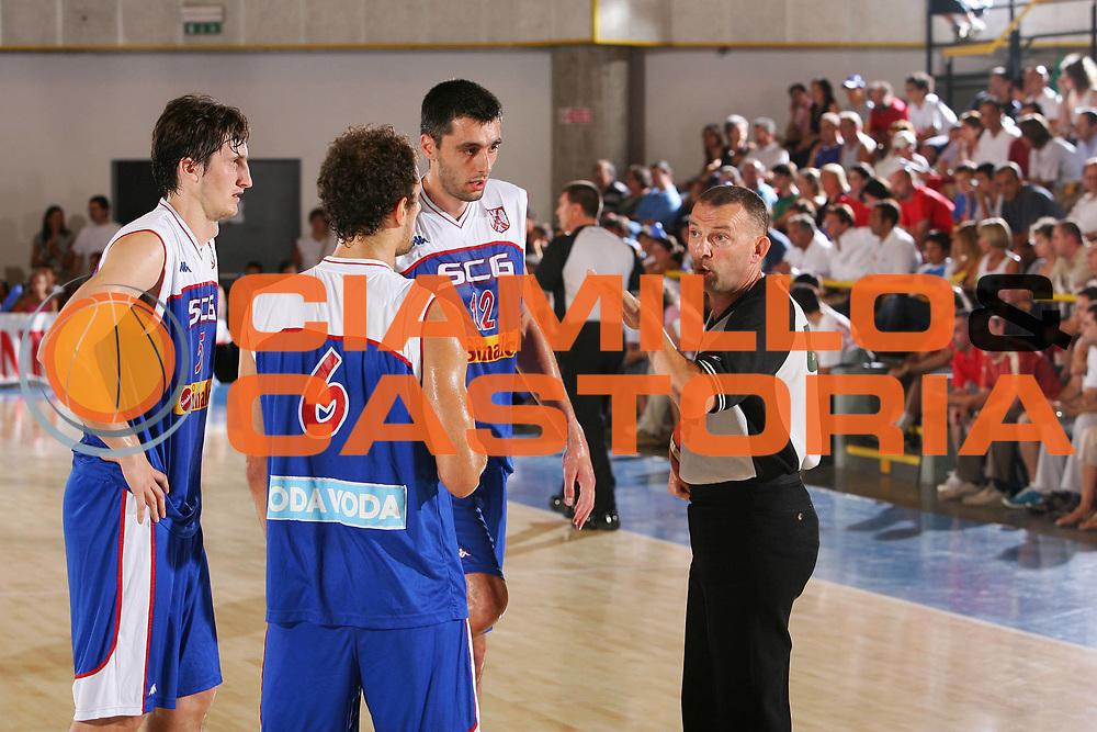 DESCRIZIONE : Bormio Trofeo Internazionale Diego Gianatti Italia Serbia <br /> GIOCATORE : Arbitro Team Serbia <br /> SQUADRA : Serbia <br /> EVENTO : Bormio Trofeo Internazionale Diego Gianatti Italia Serbia <br /> GARA : Italia Serbia <br /> DATA : 22/07/2006 <br /> CATEGORIA : Delusione <br /> SPORT : Pallacanestro <br /> AUTORE : Agenzia Ciamillo-Castoria/S.Silvestri