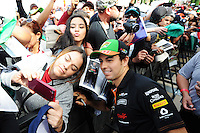 Sergio Perez (MEX) Sahara Force India F1 with fans.<br /> United States Grand Prix, Sunday 2nd November 2014. Circuit of the Americas, Austin, Texas, USA.