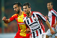 27-10-2015 VOETBAL: GO AHEAD EAGLES-WILLEM II:DEVENTER<br /> KNVB Beker<br /> Erik Falkenburg van Willem II in duel met Tom Daemen van Go Ahead Eagles <br /> <br /> Foto: Geert van Erven