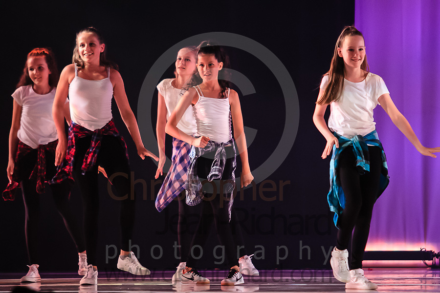 ART: 2015 | Colours of Passion: We've Got The Power | Saturday Afternoon Performance -- Week 1<br /> <br /> Kid Power<br /> <br /> choreography: Jemelle Suyat Navat<br /> 7-13 Jahre<br /> <br /> Students and Instructors of Atelier Rainbow Tanzkunst (http://www.art-kunst.ch/) rehearse on the stage of the Schinzenhof for a series of performances in June, 2015.<br /> <br /> Schinzenhof, Alte Landstrasse 24 8810 Horgen Switzerland