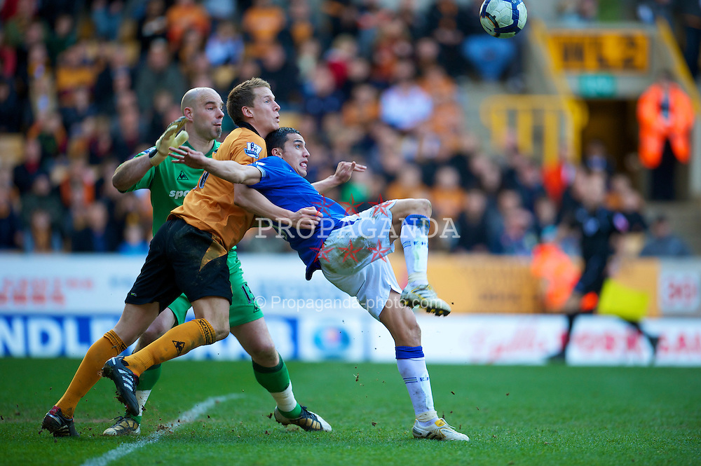 WOLVERHAMPTON, ENGLAND - Saturday, March 27, 2010: Everton's Tim Cahill is pulled down by Wolverhampton Wanderers' Christophe Berra but no penalty is given during the Premiership match at Molineux. (Photo by David Rawcliffe/Propaganda)