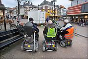 Nederland, Tiel, 7-4-2012Drie oudere mannen op scootmobiels staan bij een bankje in het centrum van de stad. Ze houden sociaal contact.Foto: Flip Franssen