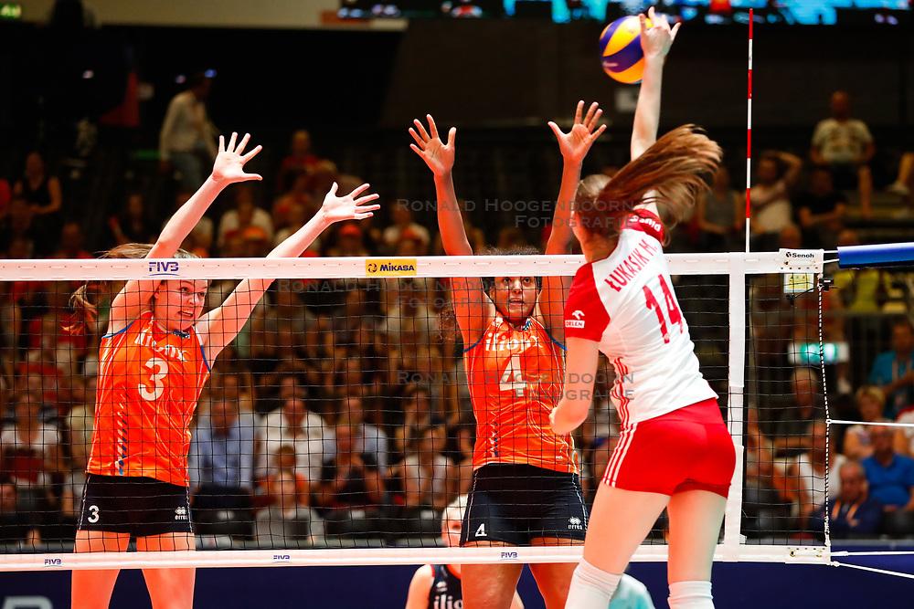 20180529 NED: Volleyball Nations League Netherlands - Poland, Apeldoorn<br />Yvon Belien (3) of The Netherlands , Celeste Plak (4) of The Netherlands <br />©2018-FotoHoogendoorn.nl