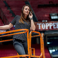 Nederland, Amsterdam, 22 mei 2017.<br /> De Limburgse Renee Bonnemayers - van Dooren is al enkele jaren showproducer bij de Toppers. Zij regelt alles achter de schermen. We interviewen haar in de Arena, waar een paar dagen later het spektakel losbarst. <br /> <br /> <br /> <br /> Foto: Jean-Pierre Jans
