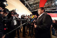 14 NOV 2009, DRESDEN/GERMANY:<br /> Sigmar Gabriel, SPD Parteivorsitzender, gibt Journalisten ein Pressestatement, SPD Bundesparteitag, Messe Dresden<br /> IMAGE: 20091114-01-094<br /> KEYWORDS: Parteitag, party congress, Kamrea, Camera, Mikrofon, microphone,