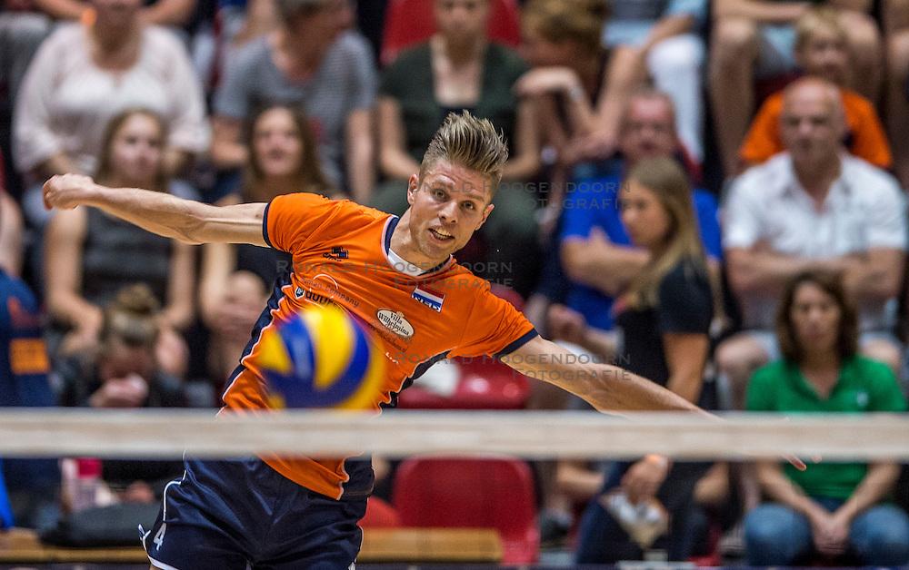 04-06-2016 NED: Nederland - Duitsland, Doetinchem<br /> Nederland speelt de tweede oefenwedstrijd in Doetinchem en verslaat Duitsland opnieuw met 3-1 / Thijs ter Horst #4