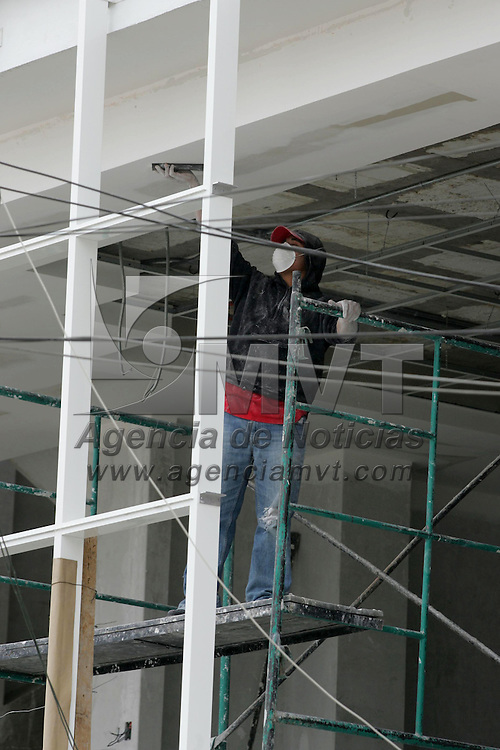 Toluca, Mex.- Aspecto de alba&ntilde;iles trabajando en una construccion de un edificio en la ciudad de Toluca. Agencia MVT / Javier Rodriguez. (DIGITAL)<br /> <br /> <br /> <br /> <br /> <br /> <br /> <br /> <br /> <br /> <br /> <br /> <br /> <br /> <br /> <br /> <br /> <br /> <br /> <br /> <br /> <br /> <br /> <br /> <br /> <br /> <br /> <br /> <br /> <br /> <br /> <br /> NO ARCHIVAR - NO ARCHIVE