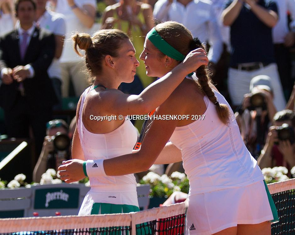 SIMONA HALEP (ROU) gratuliert der Siegerin JELENA OSTAPENKO (LAT) am Netz,<br /> <br /> Tennis - French Open 2017 - Grand Slam / ATP / WTA / ITF -  Roland Garros - Paris -  - France  - 10 June 2017.