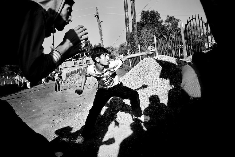 10.10.2008, India, Kashmir, Srinagar, During a Protest against the Indian Forces a young men is throwing stones at the Police