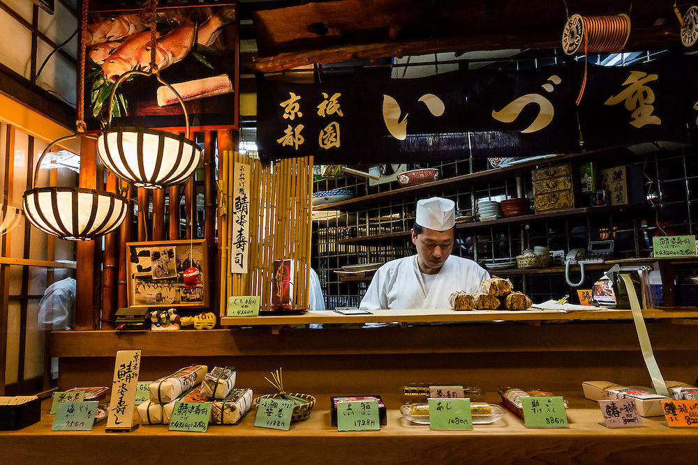 The chefs at Izuju restaurant prepare mackerel kyozushi, sushi typical of the city of Kyoto.