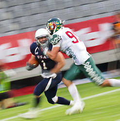 12.07.2011, Tivoli Stadion, Innsbruck, AUT, American Football WM 2011, Group A, United States of America (USA) vs Mexico (MEX), im Bild Feature, Wischer, Nate Kmic (USA, #1, RB), Luna José miguel (Mexico, #99, CB) // during the American Football World Championship 2011 Group A game, USA vs Mexico, at Tivoli Stadion, Innsbruck, 2011-07-12, EXPA Pictures © 2011, PhotoCredit: EXPA/ J. Feichter