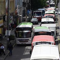TOLUCA, México.- (Octubre 03, 2017).- Empresarios del transporte del Valle de Toluca decidieron invertir en equipos de seguridad como cámaras de vigilancia, botones de pánico y GPS en las unidades de transporte publico, y conectarse al C5 con la finalidad de mejorar la seguridad en el servicio público. Agencia MVT / Crisanta Espinosa.