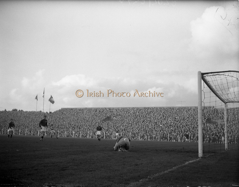 06/11/1960<br /> 11/06/1960<br /> 06 November 1960<br /> Soccer International: Ireland v Norway at Dalymount Park, Dublin.