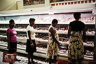 Zimbabwe,  Supermarket med kvinder som handler ind.