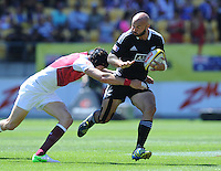 New Zealand's D J Forbes against England at the IRB International Rugby Sevens, Westpac, Wellington, New Zealand, Friday, February 01, 2013. Credit:SNPA / Ross Setford