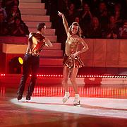 NLD/Hilversum/20110128 - Live show Sterren Dansen op het IJs2011, Inge de Bruijn schaatst met partner haar eerste kuhr
