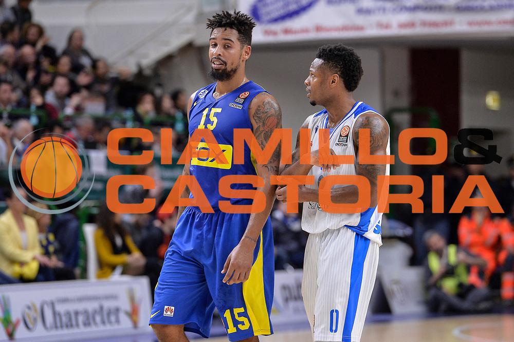 DESCRIZIONE : Eurolega Euroleague 2015/16 Group D Dinamo Banco di Sardegna Sassari - Maccabi Fox Tel Aviv<br /> GIOCATORE : Sylven Landesberg MarQuez Haynes<br /> CATEGORIA : Fair Play<br /> EVENTO : Eurolega Euroleague 2015/2016<br /> GARA : Dinamo Banco di Sardegna Sassari - Maccabi Fox Tel Aviv<br /> DATA : 03/12/2015<br /> SPORT : Pallacanestro <br /> AUTORE : Agenzia Ciamillo-Castoria/L.Canu