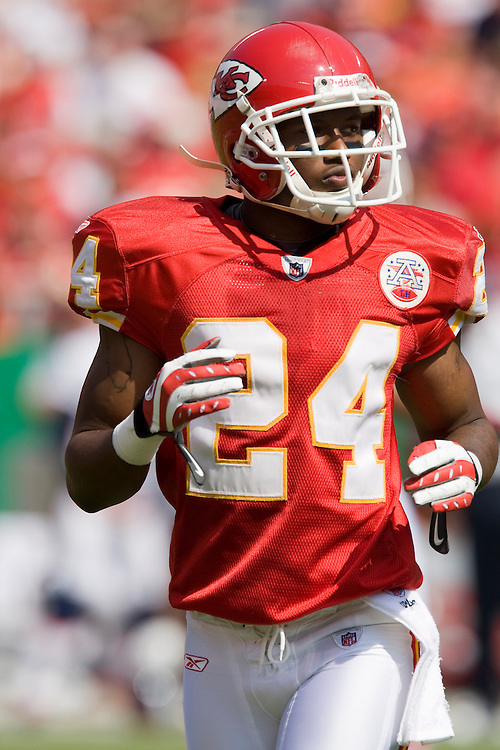 KANSAS CITY, MO - SEPTEMBER 28:   Brandon Flowers #24 of the Kansas City Chiefs jogs out to cover his man during a game against the Denver Broncos at Arrowhead Stadium on September 28, 2008 in Kansas City, Missouri.  The Chiefs defeated the Broncos 33-19.  (Photo by Wesley Hitt/Getty Images) *** Local Caption *** Brandon Flowers