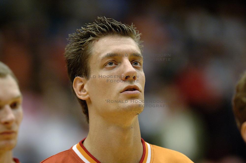 06-09-2006 BASKETBAL: NEDERLAND - SLOWAKIJE: GRONINGEN<br /> De basketballers hebben ook de tweede wedstrijd in de kwalificatiereeks voor het Europees kampioenschap in winst omgezet. In Groningen werd een overwinning geboekt op Slowakije: 71-63 / Niels Meijer<br /> &copy;2006-WWW.FOTOHOOGENDOORN.NL