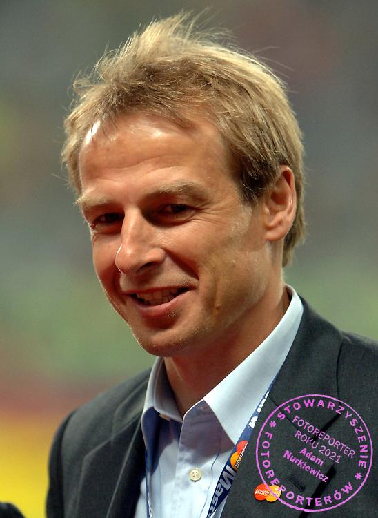 n/z.: Jurgen Klinsmann ( Niemcy ) podczas meczu finalowego Ligi Mistrzow FC Liverpool (czerwone) - AC Milan (biale) 3:3 karne 3:2 , liga mistrzow , final sezon 2004/2005 , pilka nozna , Turcja , Stambul , 25-05-2005 , fot.: Adam Nurkiewicz / mediasport..Jurgen Klinsmann ( Germany ) during final Champions League soccer match in Istambul. May 25, 2005 ; FC Liverpool (red) - AC Milan (white) 3:3 penalty 3:2 ; Champions League , final season 2004/2005 , football , Turkey , Istambul ( Photo by Adam Nurkiewicz / mediasport )