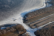 Nederland, Noord-Holland, Oud Loosdrecht, 10-01-2009; Eerste Plas tijdens schaatstocht, met stempelpost en koek en zopie tent; frozen lake during skating tour; schaats, schaatser, schaatsen, ijs, ijspret, pret, ijsbaan, natuurijs, schaatsen rijden, winter, koud, vriezen, min nul, beneden nul, koud, celsius, skating, ice skating, ice, fun, skating rink, natural, skate, snow, cold, freezing, minus zero, below zero, cold, winterlandschap, winter landscape, tocht, toertocht, koek en zopie;  .luchtfoto (toeslag); aerial photo (additional fee required); .foto Siebe Swart / photo Siebe Swart