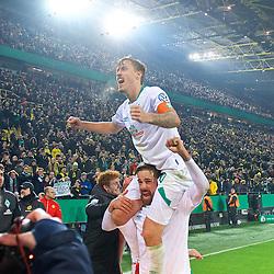 05.02.2019, Signal Iduna Park, Dortmund, GER, DFB Pokal, Borussia Dortmund vs SV Werder Bremen, Achtelfinale, im Bild Bremer Jubel nach dem Abpfiff, hier Max Kruse (SV Werder Bremen #10) auf den Schultern von Martin Harnik (SV Werder Bremen #9) // during the German Pokal round of 16 match between Borussia Dortmund and SV Werder Bremen at the Signal Iduna Park in Dortmund, Germany on 2019/02/05. EXPA Pictures © 2019, PhotoCredit: EXPA/ Andreas Gumz<br /> <br /> *****ATTENTION - OUT of GER*****