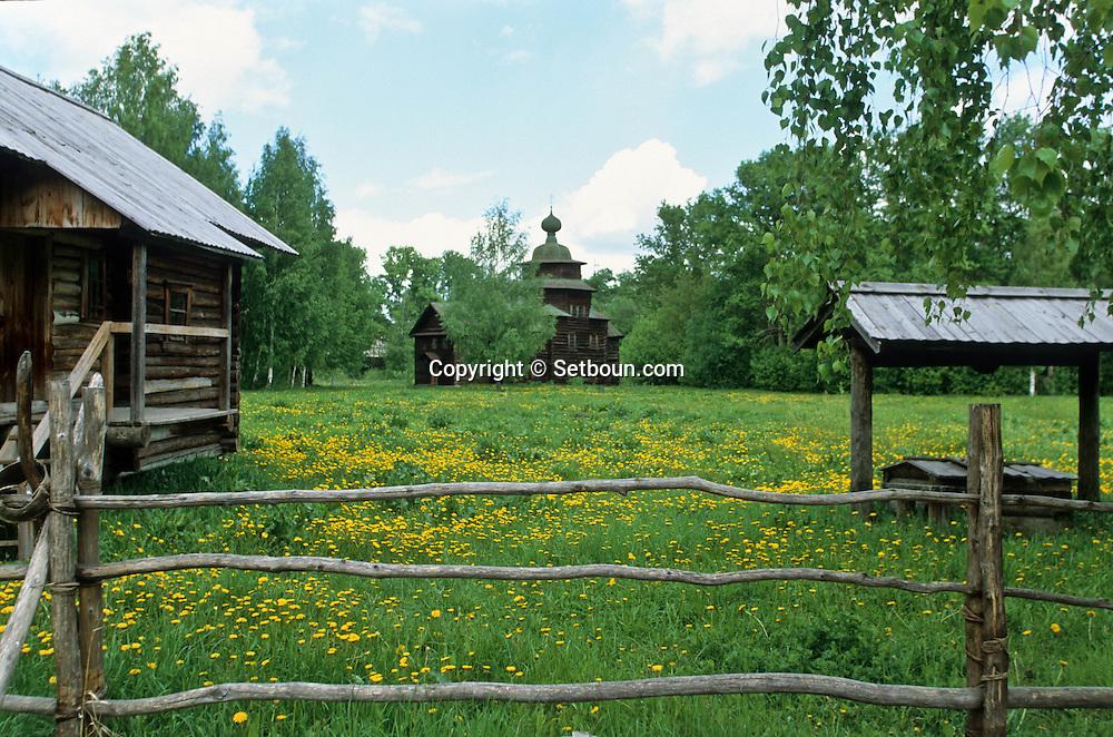 Architecture museum, church in wood,   Kostroma  Russia     /// Musée de l'architecture en bois, véritable monuments transférés sur place.  Kostroma  Urss   ///     L0007092  /  R20203  /  P108075