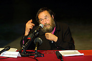 VENICE, ITALY..49th Biennale of Venice.Press Conference at Teatro alle Tese..Harald Szeemann, Curator of the Biennale..(Photo by Heimo Aga)