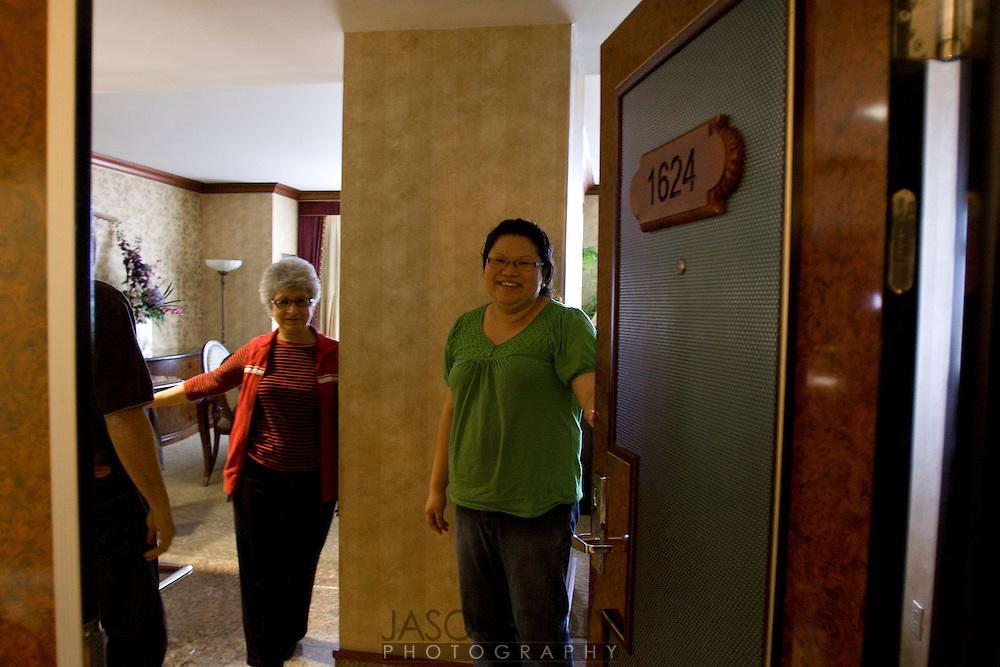 Maja and Rob's wedding ohio family arrives..