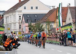 09.07.2019, Frohnleiten, AUT, Ö-Tour, Österreich Radrundfahrt, 3. Etappe, von Kirchschlag nach Frohnleiten (176,2 km), im Bild Das Peleton bei der Sprintwertung Kindberg, Steiermark // the peleton at Kindberg Styria during 3rd stage from Kirchschlag to Frohnleiten (176,2 km) of the 2019 Tour of Austria. Frohnleiten, Austria on 2019/07/09. EXPA Pictures © 2019, PhotoCredit: EXPA/ Reinhard Eisenbauer