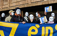 Roma 7 Febbraio 2013.Manifestazione di protesta  dei lavoratori precari  di  LA7  la televisione di proprieta di Telecom Italia, davanti la sede di Corso Italia per il mancato rinnovo dei contratti.