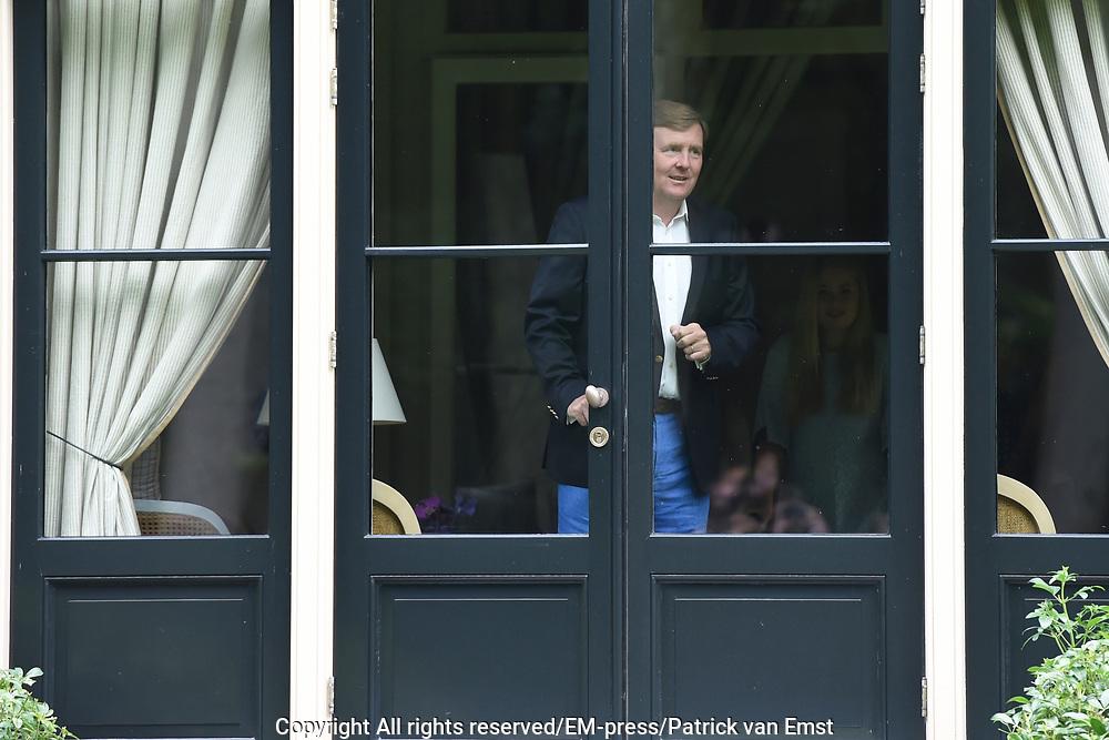 Koninklijke fotosessie 2016 op landgoed De Horsten ( het huis van de koninklijke familie)  in Wassenaar.<br /> <br /> Royal photoshoot 2016 at De Horsten estate (the home of the royal family) in Wassenaar.<br /> <br /> Op de foto / On the photo: <br /> <br />  Koning Willem-Alexander <br /> <br /> King Willem-Alexander a