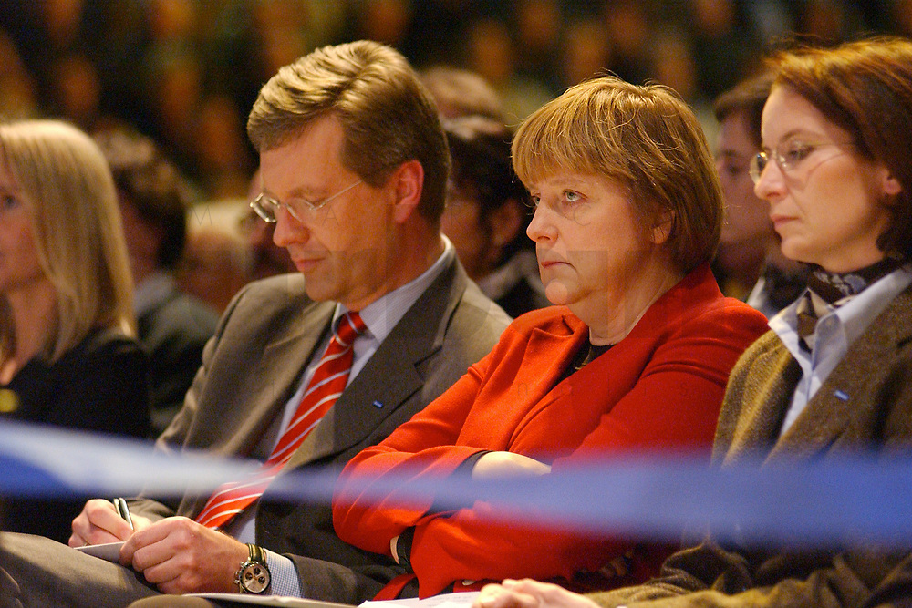 12 JAN 2003, BRAUNSCHWEIG/GERMANY:<br /> Christian Wulff (Mi-L), CDU Landesvorsitzender Niedersachsen, und Angela Merkel (Mi-R), CDU Bundesvorsitzende, im Gespraech, Wahlkampfauftakt der CDU Niedersachsen zur Landtagswahl, Volkswagenhalle<br /> IMAGE: 20030112-01-021<br /> KEYWORDS: Spitzenkandidat, Gespräch