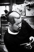 Takatoshi Suzuki, ultime artiste du Kendo, dans son atelier, Tokyo 2016.